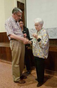 Congreso2017-reconocimiento a Teresa Cremonesi por la salle
